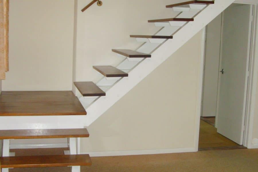 Stair with no handrail